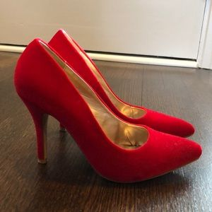"Velvety red pointy 3.5"" heel stilettos size 8"